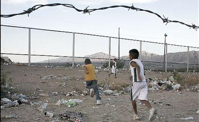 Frontera cerca de El Paso. El alambrado será reemplazado por un muro.