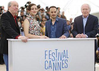 Los hermanos Dardenne en el 67° Festival de Cannes. Escoltan a los actores protagónicos Marion Cotillard y a Fabrizio Rongione.