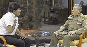Foto oficial del encuentro entre Evo Morales y Raúl Castro, que difundió Granma.