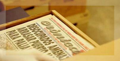 Una de las mil cajas con viejas ediciones del periódico fundado en 1963.