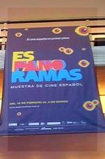 Un afiche de Espanoramas pende del primer piso sel Gaumont.