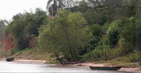 Cuesta poco imaginar a Diego Zama apostado a orillas del río Paraná, en Empedrado, a la espera de ese nombramiento que nunca llega.