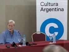 Gianni Vattimo en la conferencia de prensa que tuvo lugar ayer a las 17 en el Hotel Panamericano de Buenos Aires. Foto: Margarita Solé