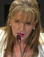 Martina Anderson habló sobre la doble lucha del Sinn Féin: contra el dominio británico y contra el neoliberalismo transnacional.