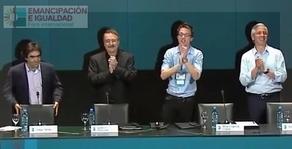 Diego Tatián coordinó la mesa que contó con la presencia intermitente, por razones de fuerza mayor, de Ricardo Forster.