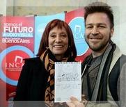 Urquiza con Liliana Mazure, cuando ganó el concurso.