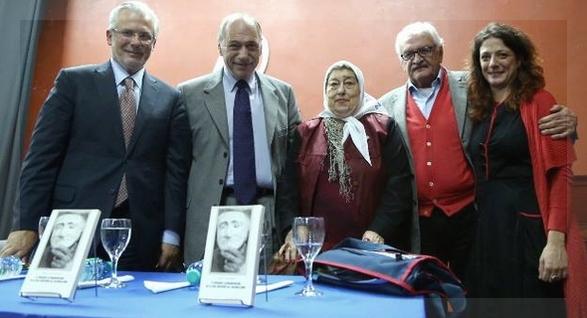 De izquierda a derecha, Garzón, Zaffaroni, Bonafini, Filippo y .