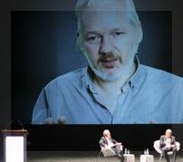 Assange intervino desde la embajada de Ecuador en Londres.