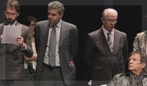 Víctor Heredia espera su turno para sumarse a la lectura de los Principios de Madrid-Buenos Aires.