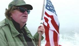 Un poco como cuando filmó Sicko, Michael Moore vuelve a desplegar su mirada crítica sobre Estados Unidos desde el extranjero.