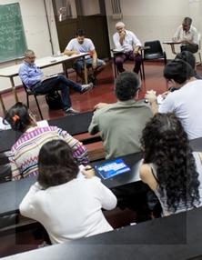 Una de las aulas abiertas a la jornada de trabajo. Foto de Facción Latina.