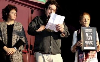 Fernando Krichmar Port habló en representación de las asociaciones de documentalistas argentinos. Lo escoltan Juana Sapire y Cynthia Sabat.