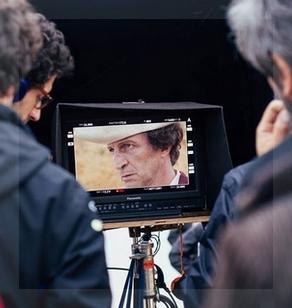 Foto del rodaje, difundida por Rei Cine. El monitor muestra el rostro del actor Daniel Giménez Cacho, a cargo del rol protagónico.