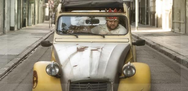 Alan Sabbagh y un Citroën amarillo, protagonistas de El rey del Once.