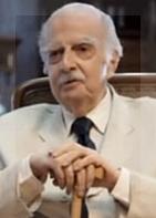García Lupo, siempre atento a los avisos fúnebres y al boletín oficial.