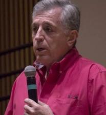 Cuatro décadas antes de convertirse en presidente de la Radio y Televisión Argentina, Miguel Pereira filmó La deuda interna.